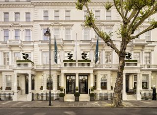 100 Queen's Gate Hotel London - Curio Collection by Hilton - Front view Entrance